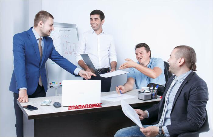 Компания успешных предпринимателей на совещании